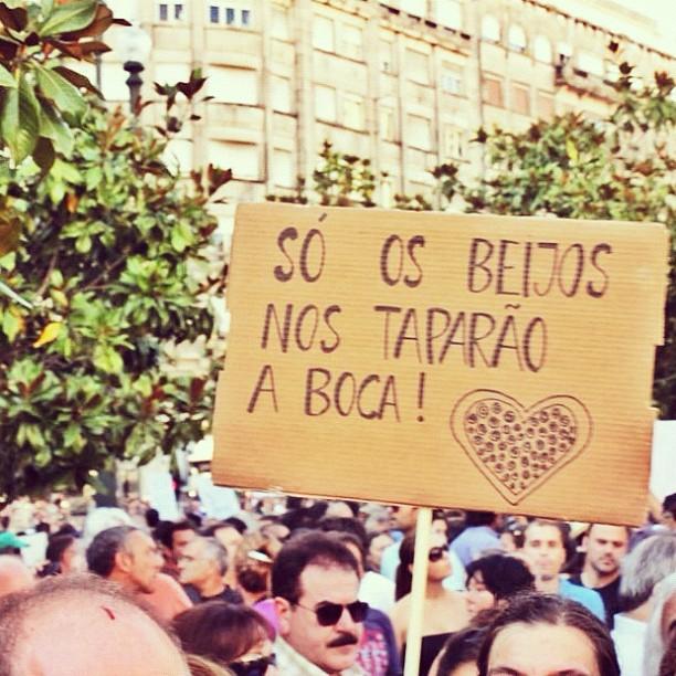 Melhores cartazes das Manifestações de 15 de Setembro de 2012 contra a austeridade de Passos Coelho
