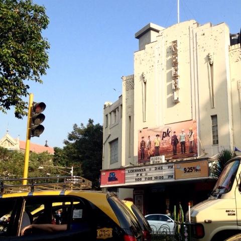 Bollywood-elokuva PK menestyy elokuvateattereissa Intiassa