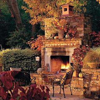 chimenea exterior piedra otoño