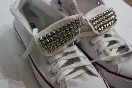 Customização de tênis All Star com tachas