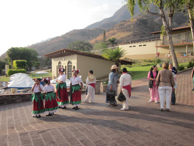cosala single women Aging out of place in lake chapala, mexico  riberas del pilar, san juan cosala  but there is a huge community of single women most of my friends are single,.