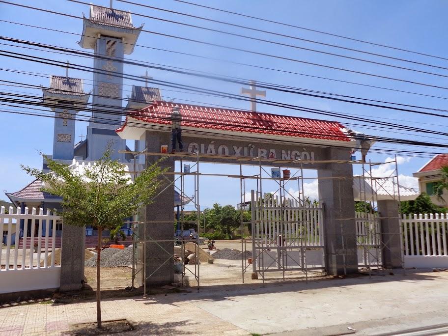 Giáo xứ Ba Ngòi xây dựng cổng, tường rào và chỉnh trang khuôn viên. chuẩn bị cho dịp kỷ niệm 65 năm thành lập Giáo xứ