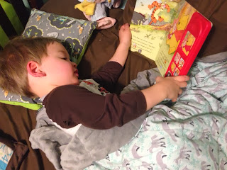 using a weighted blanket to help improve sleep in toddlers