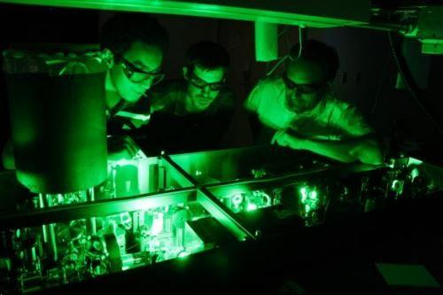世界最快激光脈衝定格超速運行電子原子