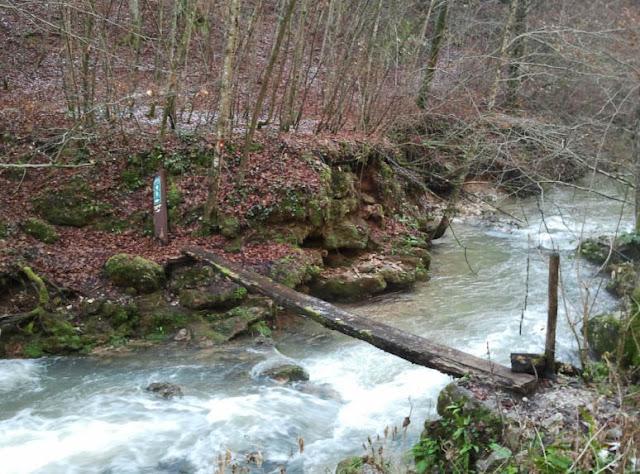 Oštećen most u Slapnici
