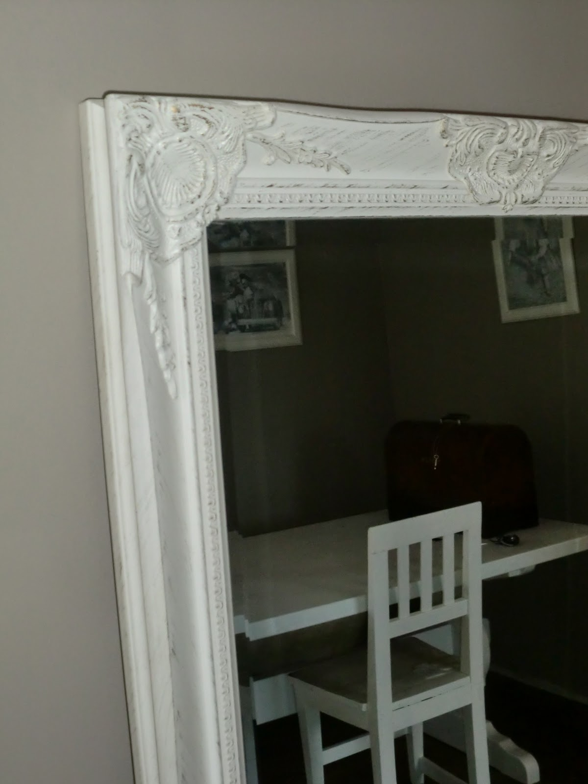 v?rt lune hi: speil speil p? veggen der..