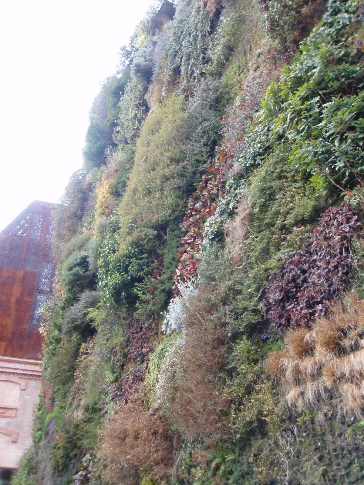 Verde que te quiero verde jardines verticales jard n de for Jardin vertical caixaforum madrid