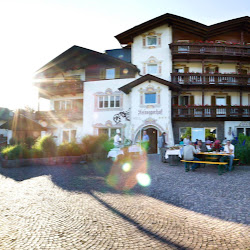 Hotel Urlaub Wandern Südtirol Ferien Dolomiten