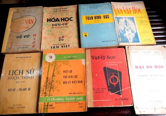 Sách giáo khoa tiểu học cũ - nơi lưu giữ từng trang ký ức DSCN2795
