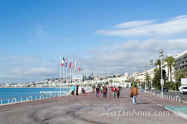 Nice sahilindeki Promenade des Anglais