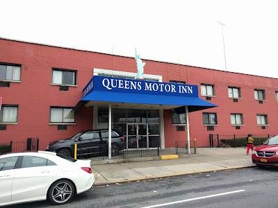 Q motor inn queens blvd for Kew motor inn jacuzzi