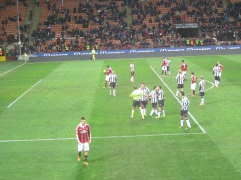 Con una doppietta di Balotelli, il Milan vince batte l'Udinese