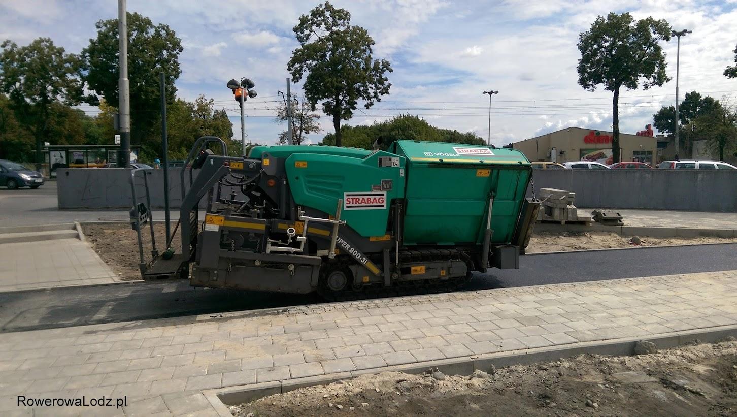 Do wylewania asfaltu używa się takich mniejszych rozściełaczy