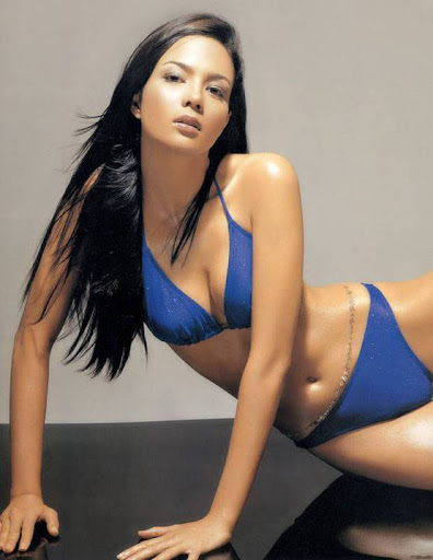 Asian Model Sonia Couling sitting