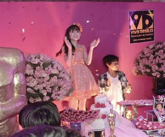 Festa cor de rosa de Larissa Manoela - a Maria Joaquina da novela Carrossel