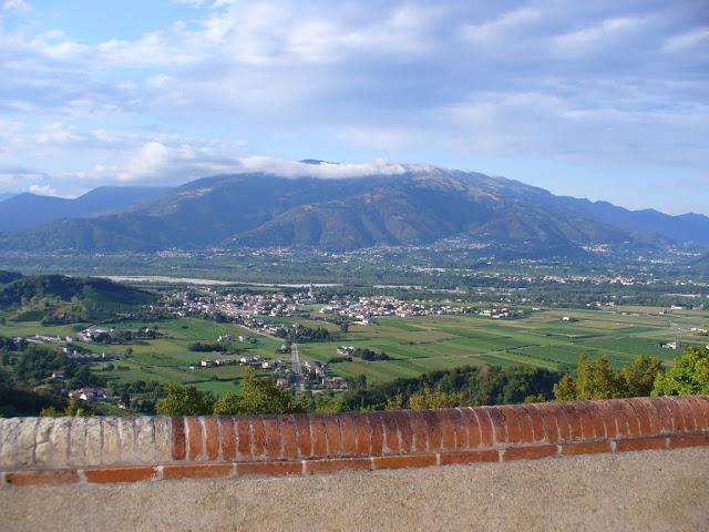 Panoramica sulla valle del Piave dal piazzale del Santuario