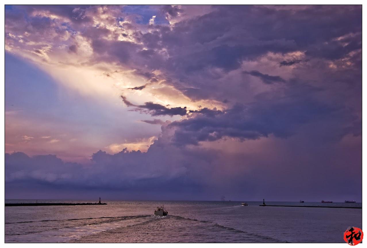 0716下班後的功課~~~西子灣沒有夕陽卻是閃不停!