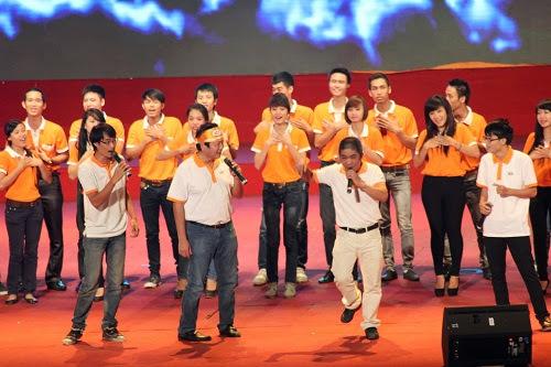 Sinh viên FPT Polytechnic mừng sinh nhật FPT