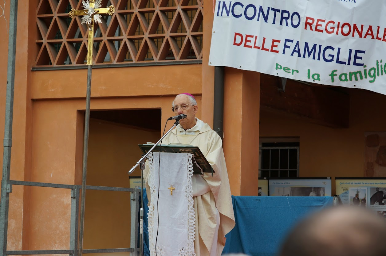 Mons. Bernardini durante l'omelia