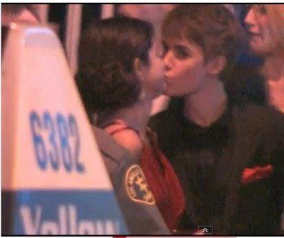 selena gomez justin bieber kissing vanity fair. Justin Bieber shares a quick