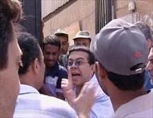 أحمد ادم يرفض الوقوف في الطابور