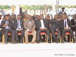 Des autorités congolaises rendant homage à King Kester Emeneya le 01/02/2014 au palais du peuple à Kinshasa, après l'arrivee du corps en provenance de Paris. Radio Okapi/Ph. John Bompengo