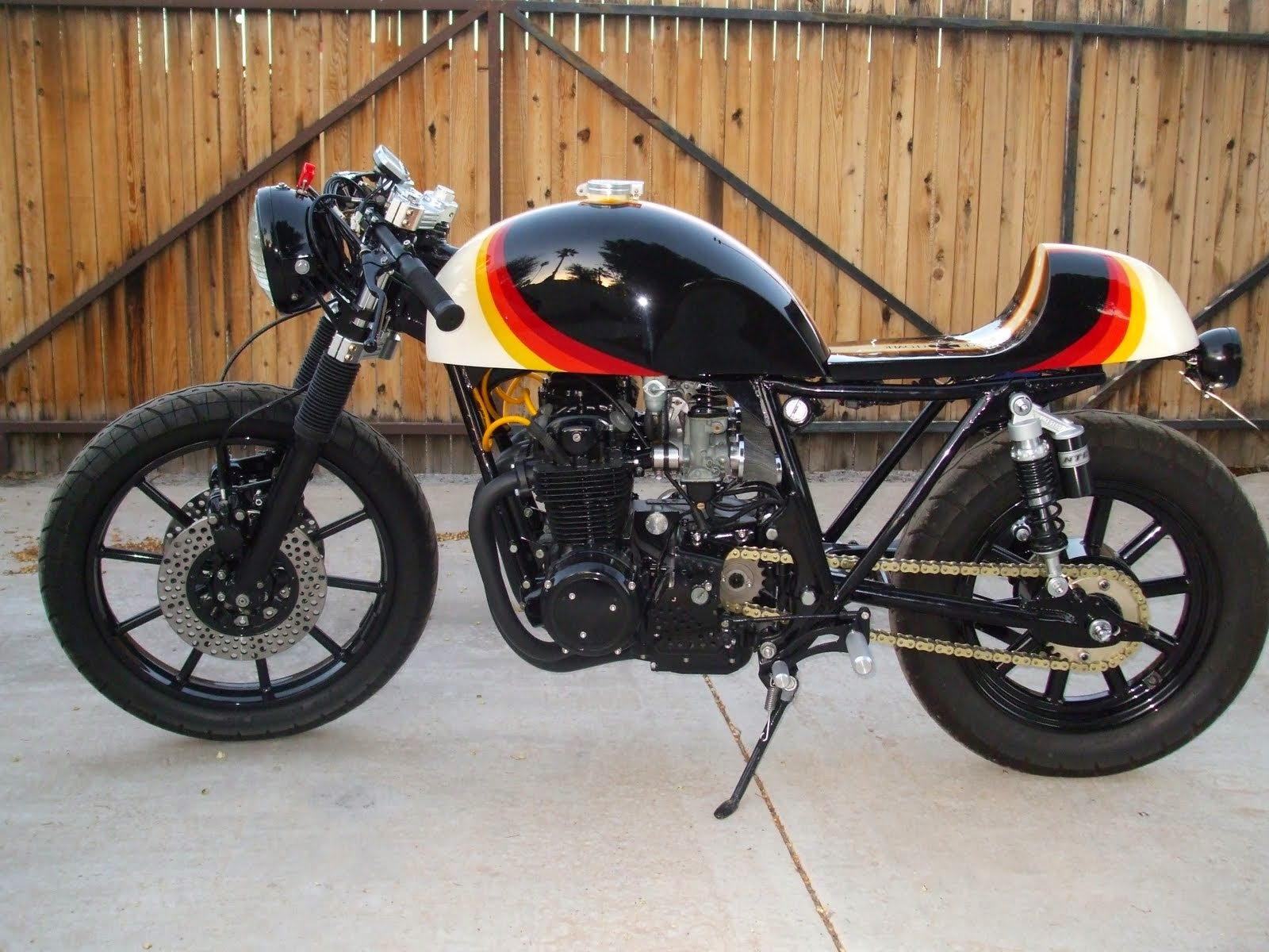 Honda Win Modifikasi Cafe Racer
