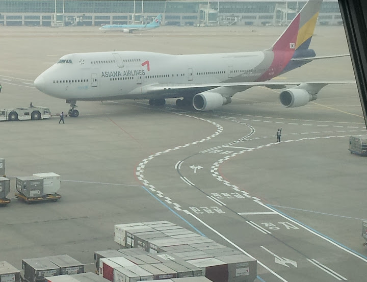 Airline review asiana airlines business class angled for Virgin america a321neo cabin