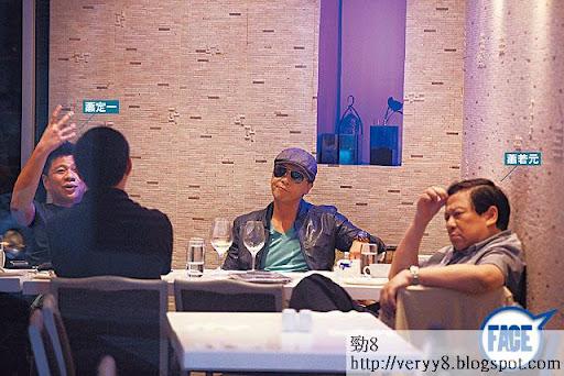 去年 11月,蕭定一(左)、蕭若元(右)約埋甄子丹到銅鑼灣傾《冰封俠》(原名《急凍奇俠》),點知事隔 2個月,蕭定一被迫撤資冇得玩。《蘋果日報》圖片