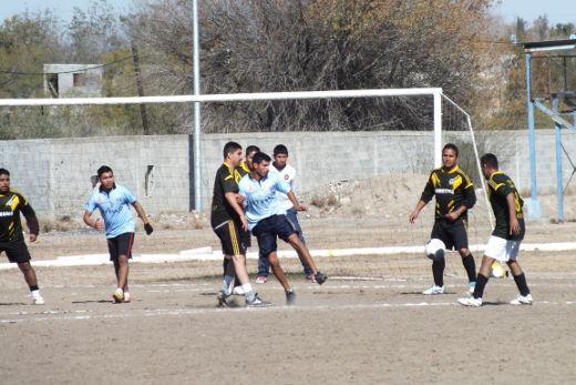 Dorados y Hacienda Soccer del torneo de primera fuerza de la Liga Municipal de Futbol Soccer