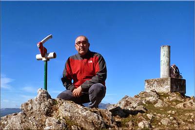 Jarindo mendiaren gailurra 896 m.  --  2013ko urriaren 12an