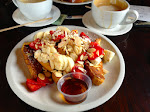 Was für ein Frühstück! Wenigstens war gesundes Obst auf dem French Toast... ;-)
