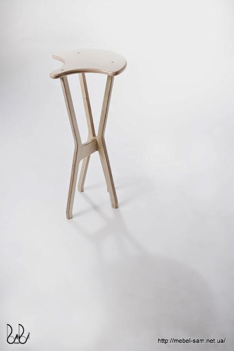 Фанерный барный стул - вид сбоку