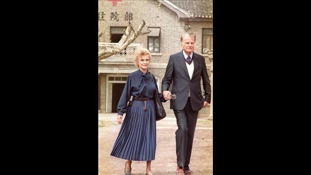Vợ chồng Ruth và Billy Graham trở lại Trung Quốc năm 1988