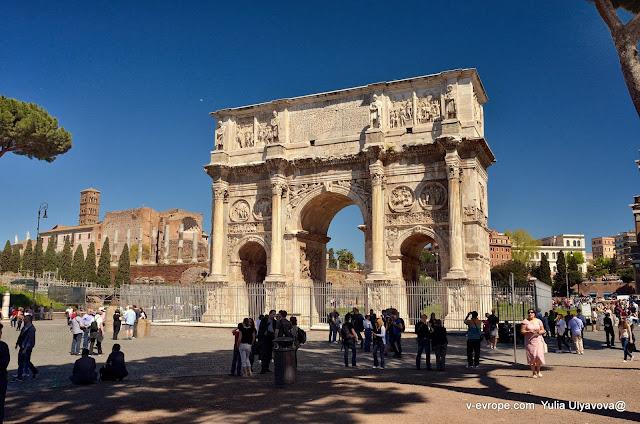 Триумфальная арка Константина рядом с Колизеем