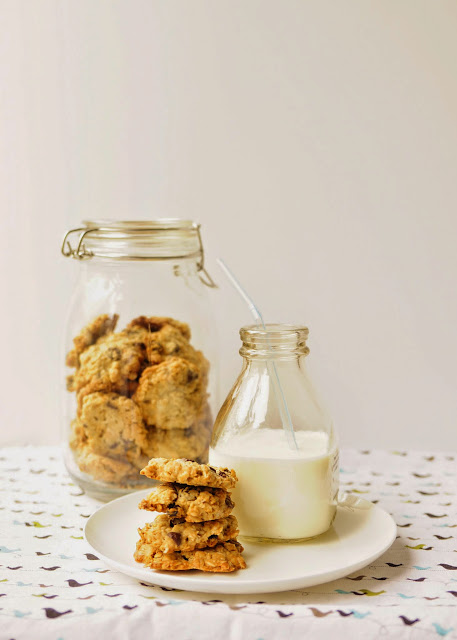Asian Family Recipes: Crispy Oatmeal Raisin Cookies