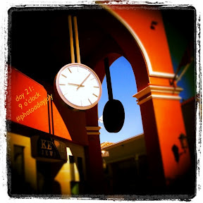 #photoadayjuly Day 21: 9 o'clock (or close enough!)