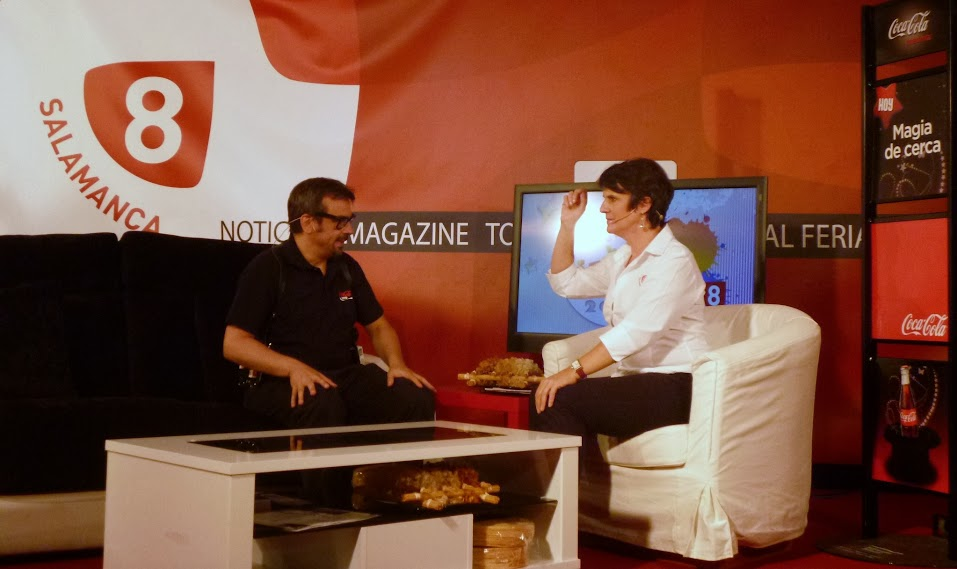 Alfonso V grabando en televisión Salamanca
