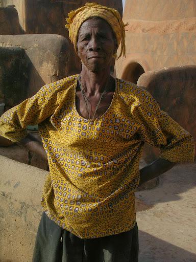 femme  agée  Burkina Faso     concession de Tongatssongo  photo perso  (RC)