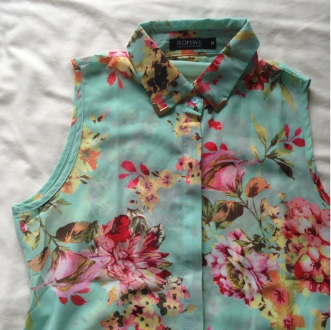 Romwe Floral Blouse with Metal Collar Tips