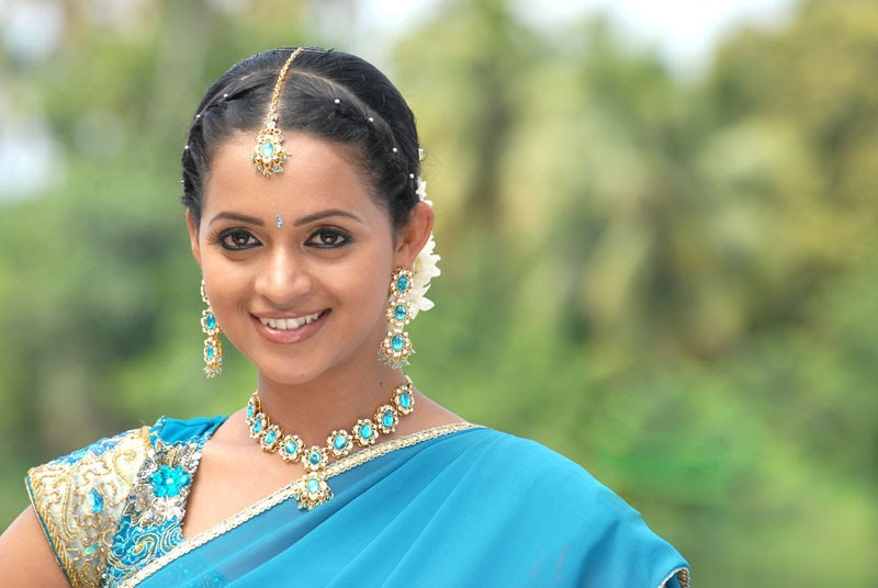 Tamil Actress Bhavana Photos: Bhavana Puthiya Thalapathi Movie Latest Stills Gallery