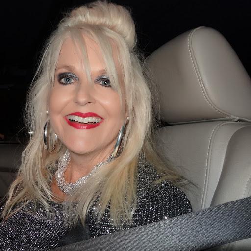 Susan Ayers Photo 33