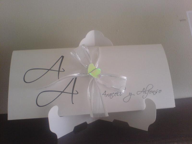 Invitación de boda en blanco con toques verdes