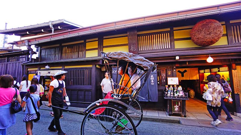 飛騨高山 さんまち 人力車 写真1