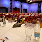 Detail na stůl pro řečníky