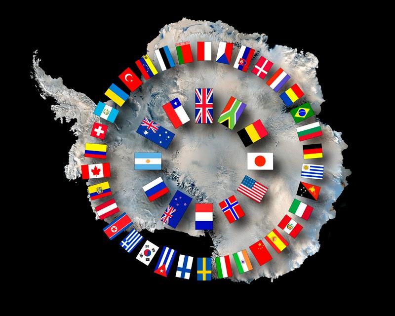 남극조약 가입국 국기들