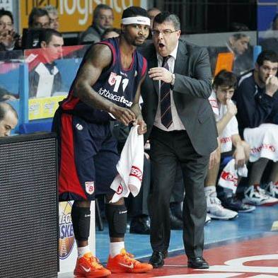 Dee Brown con coach Ramagli