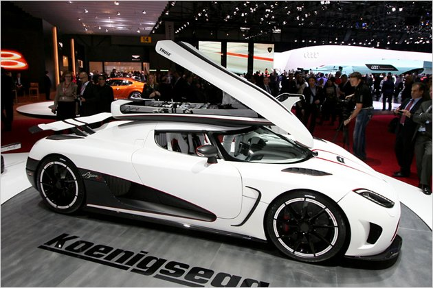 Looks Like A Car Koenigsegg Agera R The Super Swede Is Chasing