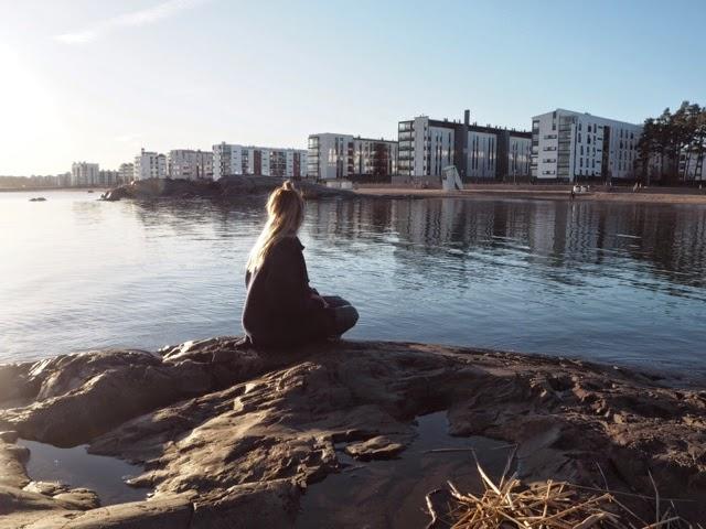 kallio, rocks, sea, meri, sun, aurinko, finnish, girl,