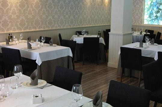 Paseo y comida el senyoret restaurante elegante y for Cocinas de restaurantes modernos